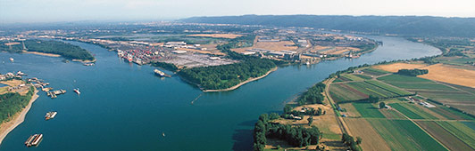 aerial view of confluence of Willamette and Columnbia rivers